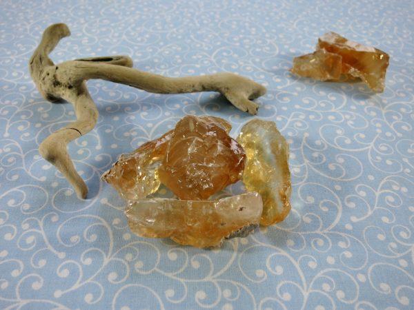 Honigcalcit Rohstein
